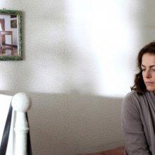 Claudia Gerini in una scena de Il mio domani riflette sulla sua vita
