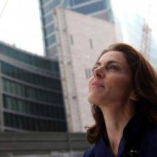Il mio domani: Claudia Gerini guarda verso il cielo in un'immagine del film