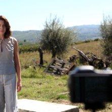 Il mio domani: Claudia Gerini si scatta una foto con l'autoscatto in una scena del film