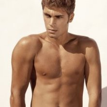 Mario Ermito in una foto a torso nudo