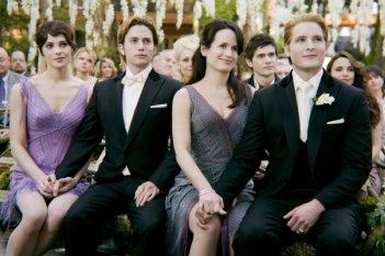 The Twilight Saga: Breaking Dawn - Parte 1, Peter Facinelli, Ashley Greene, Elizabeth Reaser e Jackson Rathbone assistono alle nozze in una scena del film