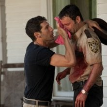 The Walking Dead: Andrew Lincoln e Jon Bernthal in una scena dell'episodio Sangue del mio sangue