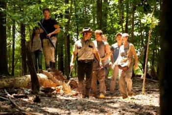 The Walking Dead: da sinistra, Sarah Wayne Callies, Jon Bernthal e Andrew Lincoln nell'episodio Sangue del mio sangue