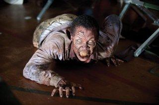 The Walking Dead: una terrificante creatura nell'episodio Sangue del mio sangue