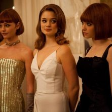 Amanda Seyfried in In Time con Olivia Wilde e Bella Heathcote