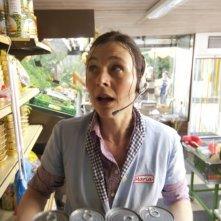Bettina Mittendorfer commessa di supermercato in Eine ganz heiße Nummer