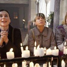Eine ganz heiße Nummer: Bettina Mittendorfer, Rosalie Thomass e Gisela Schneeberger raccolte in preghiera