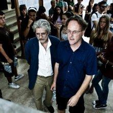 Fabrizio Bentivoglio e il regista Francesco Bruni in un'immagine dal set di Scialla!