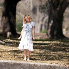 Il mio angolo di paradiso, Kate Hudson sorride nel parco in una scena del film