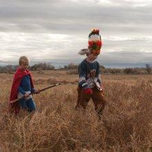 Magic Valley, due bambini vestiti da indiani in una scena del film di Jaffe Zinn