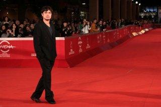 Riccardo Scamarcio sfila sul red carpet di Roma 2011