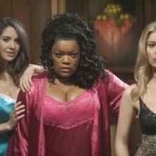 Community: Alison Brie, Gillian Jacobs ed Yvette Nicole Brown in una scena dell'episodio Horror Fiction in Seven Spooky Steps