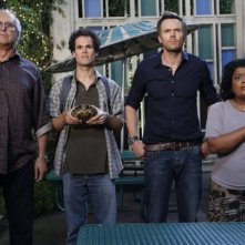Community: Chevy Chase, David Neher, Joel McHale e Yvette Nicole Brown nell'episodio Competitive Ecology