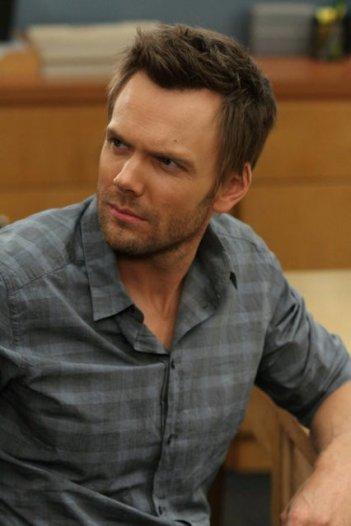 Community: Joel McHale nell'episodio Advanced Gay
