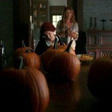 American Horror Story: Frances Conroy e Connie Britton nell'episodio Halloween - part 1 (stagione 1)