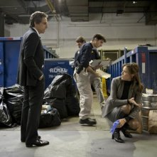 Ben Stiller e Téa Leoni sul luogo di un sequestro in una scena di Tower Heist: Colpo ad alto livello