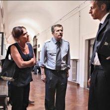 Carmela Vincenti, Maurizio Micheli e Giovanni Vernia in una scena del film Ti stimo fratello
