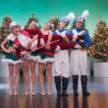 Neil Patrick Harris con John Cho e Kal Penn in una scena kitsch di A Very Harold & Kumar Christmas
