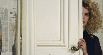 Nina Hoss in una bella scena di Fenster zum Sommer, del 2011