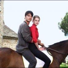 Vanessa Hessler e Giulio Berruti in una romantica scena della miniserie Rai, La ragazza americana