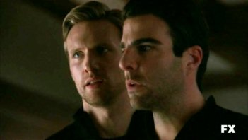 Zachary Quinto in American Horror Story nell'episodio Halloween - part 1 (stagione 1) con Teddy Sears