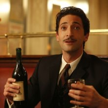 Adrien Brody in una scena di Midnight in Paris di Woody Allen