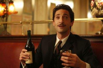 Adrien Brody in una scena di Midnight in Paris di Woody Allen