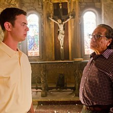 Colin Hanks e Edward James Olmos in una scena dell'episodio The Angel of Death