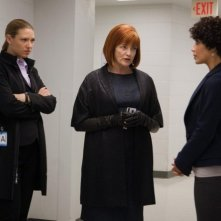Fringe: Anna Torv, Blair Brown e Jasika Nicole nell'episodio Subject 9
