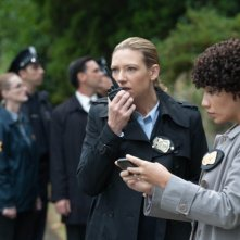Fringe: Anna Torv e Jasika Nicole nell'episodio And Those We Left Behind