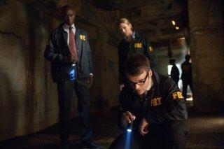 Fringe: Lance Reddick, Anna Torv e Seth Gabel nell'episodio One Night in October