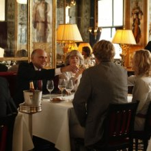 Kurt Fuller, Mimi Kennedy, Owen Wilson e Rachel McAdams in una scena di Midnight in Paris