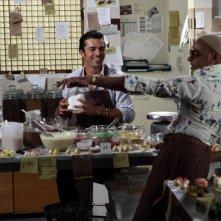 Lezioni di cioccolato 2: Hassani Shapi e Luca Argentero si divertono in cucina in una scena del film