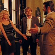 Owen Wilson insieme a Rachel McAdams, Nina Arianda e Michael Sheen in una scena di Midnight in Paris