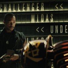 Real Steel: Anthony Mackie insieme al robot Noisy Boy in una scena del film