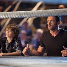 Real Steel: Hugh Jackman insieme a Dakota Goyo in una scena del film