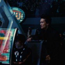 Real Steel: Karl Yune in una scena del film telecomanda il suo robot