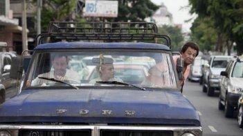 Jean Reno in On ne choisit pas sa famille con Christian Clavier e Muriel Robin