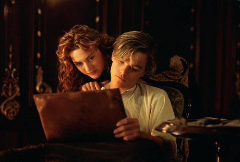 Titanic In 3D Kate Winslet E Leonardo Dicaprio In Una Tenera Scena Del Film 221724