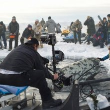Drew Barrymore,Tim Blake Nelson e John Krasinski sul set di Qualcosa di straordinario