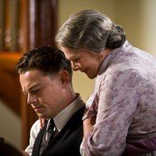J. Edgar: Leonardo DiCaprio con Judi Dench in una scena