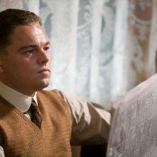 Leonardo DiCaprio è John Edgar Hoover in una scena del film biografico di Eastwood