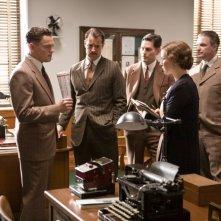 Leonardo DiCaprio e Naomi Watts in una scena di J.Edgar con Christopher Shyer, Jeffrey Donovan e Armie Hammer
