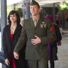 Morena Baccarini e Damian Lewis in una scena dell'episodio pilot di Homeland