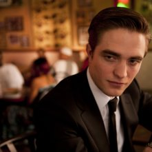 Robert Pattinson in un intenso primo piano di Cosmpolis