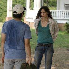The Walking Dead: Steven Yeun e Sarah Wayne Callies nell'episodio La rosa di Cherokee
