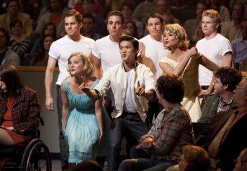 Glee: Heather Morris, Harry Shum jr. e Dianna Agron in una scena dell'episodio The First Time