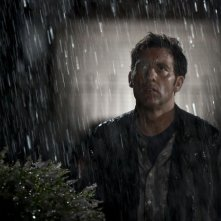 Clive Owen in una scena del thriller Intruders