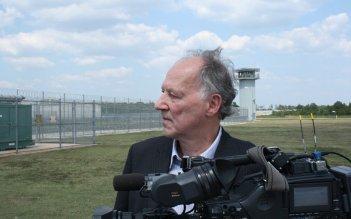 Il regista Werner Herzog sul set del suo Into the Abyss