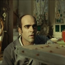 Sleep Tight: Luis Tosar in un'inquietante scena del film